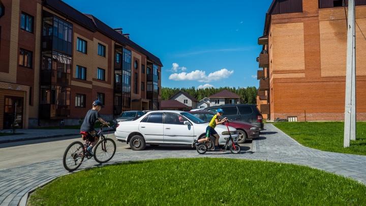 Трехэтажные домики покорили сердца людей: продаются квартиры в микрорайоне с самым чистым воздухом