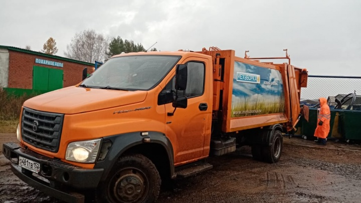 Регоператор, пригнавший в Башкирию машины из других регионов, сам взялся за уборку мусора