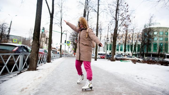 Ледяной тротуар, прославивший Ярославль на всю Россию, снова замёрз. И мы снова встали на коньки