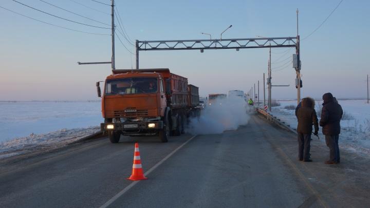 На дорогах Омской области установили «умные весы» для большегрузов. Когда и где они заработают?