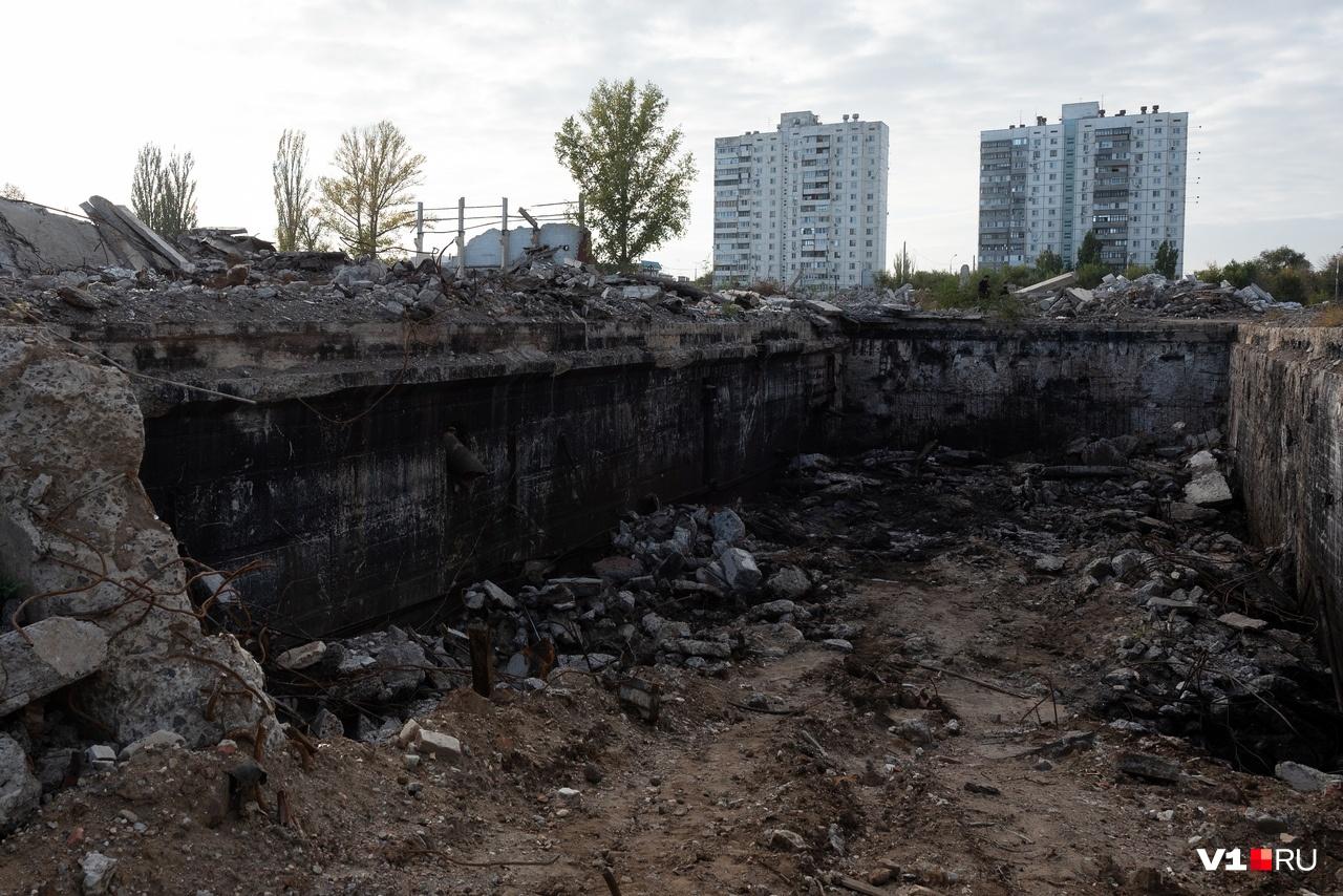 Помимо снесённых зданий нужно разбирать многочисленные подвалы
