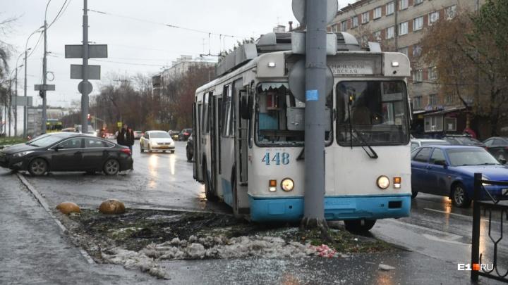 За несколько часов в Екатеринбурге из-за гололеда произошло 80 аварий