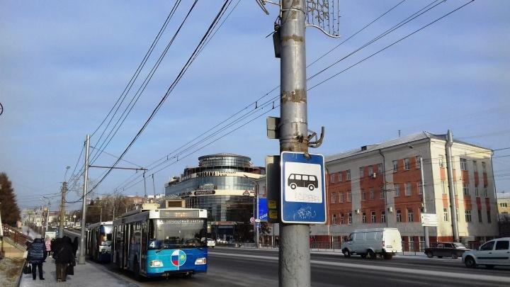 В Омске убрали электронные табло с расписанием автобусов. Их ремонт ранее обошёлся в миллион
