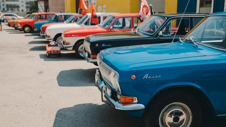 Топ-10 машин из СССР на ралли в Тюмени: одна сама обнуляет пробег, другая прячетсабвуфер в ящике