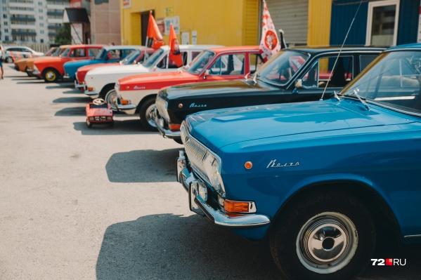 Самой старой машиной, которая участвует сегодня в ралли, можно считатьГАЗ-69. В этом году автомобилю исполнилось 65 лет, а он ездит просто великолепно, представляете?