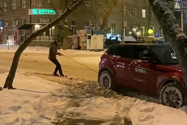 Съёмки проходили на площади Ленина и одноимённой улице после 23:00