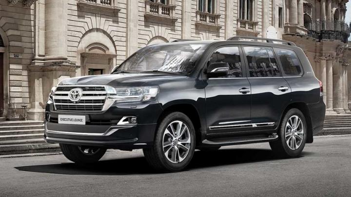 «Тойота» выпустила новый Land Cruiser 200, который угонщики не смогут открыть при помощи «удочки»