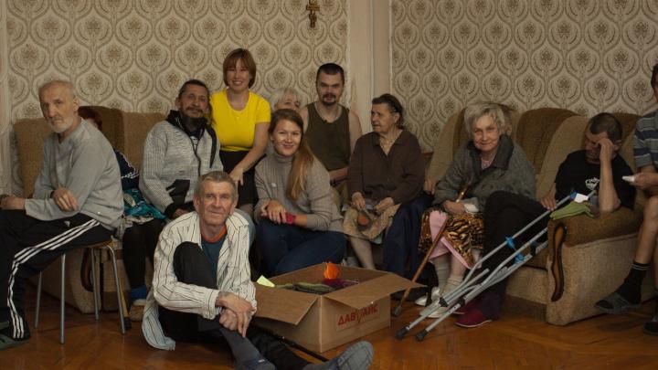 Связанные одной целью. Как екатеринбургские активисты согревают бездомных
