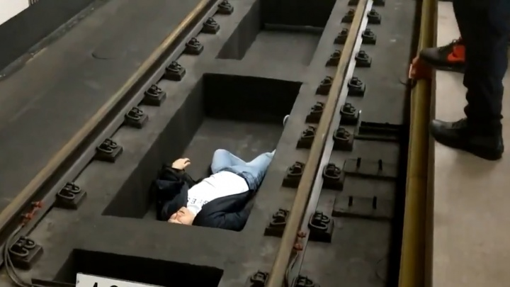 Челябинский организатор боя между экс-бойцом ММА Дациком и блогером Тарасовым упал на рельсы в метро