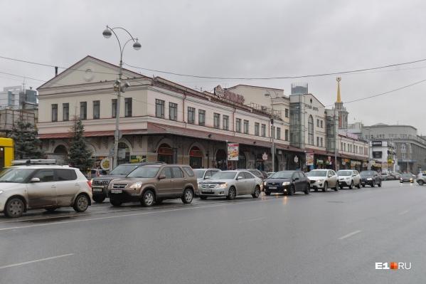 Несколько ресторанов владельца находятся в «Мытном дворе»