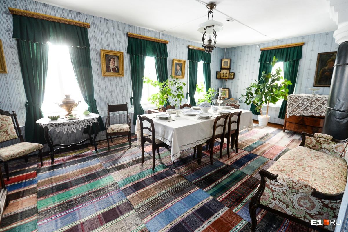 В служебном доме Поповых было 10 комнат