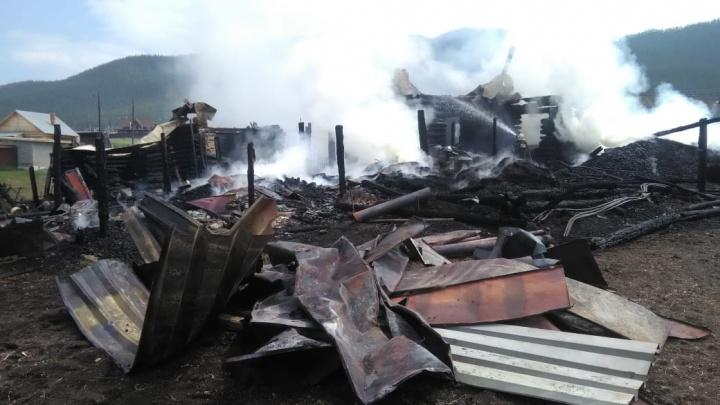 Крупный пожар в Башкирии: в доли секунды сгорел дом, сарай, две бани, гараж и машина