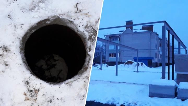 «Отбила все органы»: в Рыбинске 8-летняя девочка провалилась в двухметровый колодец
