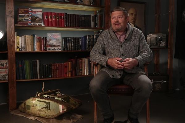 В одном из выпусков экспертом выступил заведующий отделом военной истории Архангельского краеведческого музея Игорь Гостев