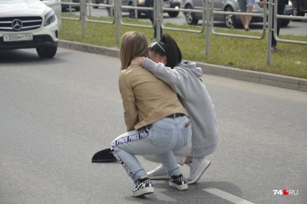 Очевидцы утверждают, что у сидевшей за рулём «Мерседеса» девушки после ДТП случилась истерика