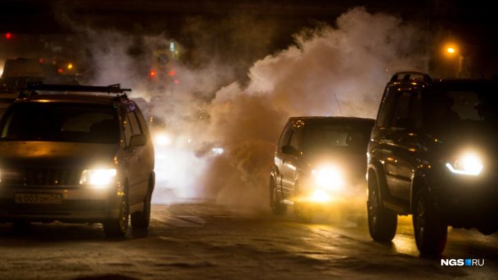 Тройное ДТП на Бердском шоссе — одну из машин отбросило в фонарный столб