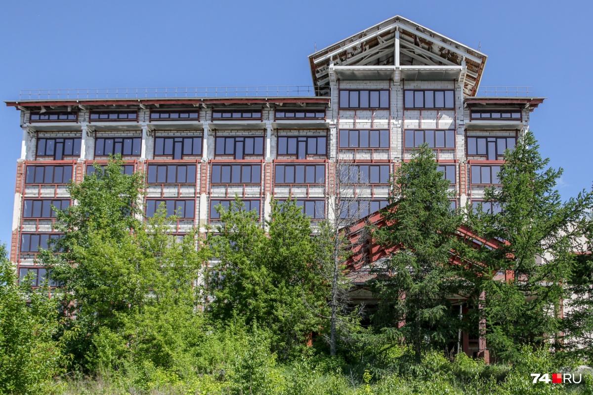 В ходе реконструкции расположенному неподалёку от Шершней зданию надстроили этаж