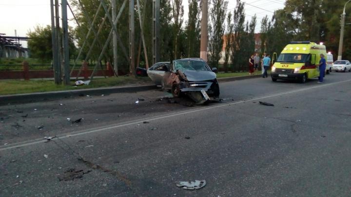 В Стерлитамаке иномарка врезалась в столб: погиб пассажир