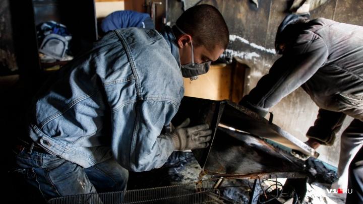 В Волгограде больше часа тушили вспыхнувшую квартиру в девятиэтажке