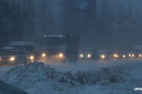 Въезд в город запретили во время снегопадов