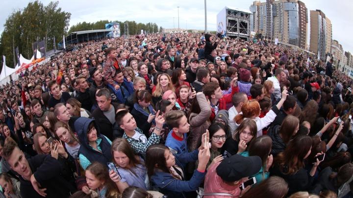 Салют под песни Преснякова и машины на закрытых дорогах: Челябинск отметил День города