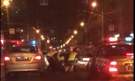Пять патрульных машин ГИБДД устроили ночью погоню за пьяным на ВАЗе