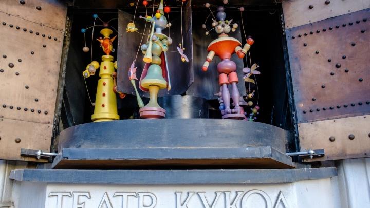 На входе в Театр кукол восстановили «музыкальную шкатулку»
