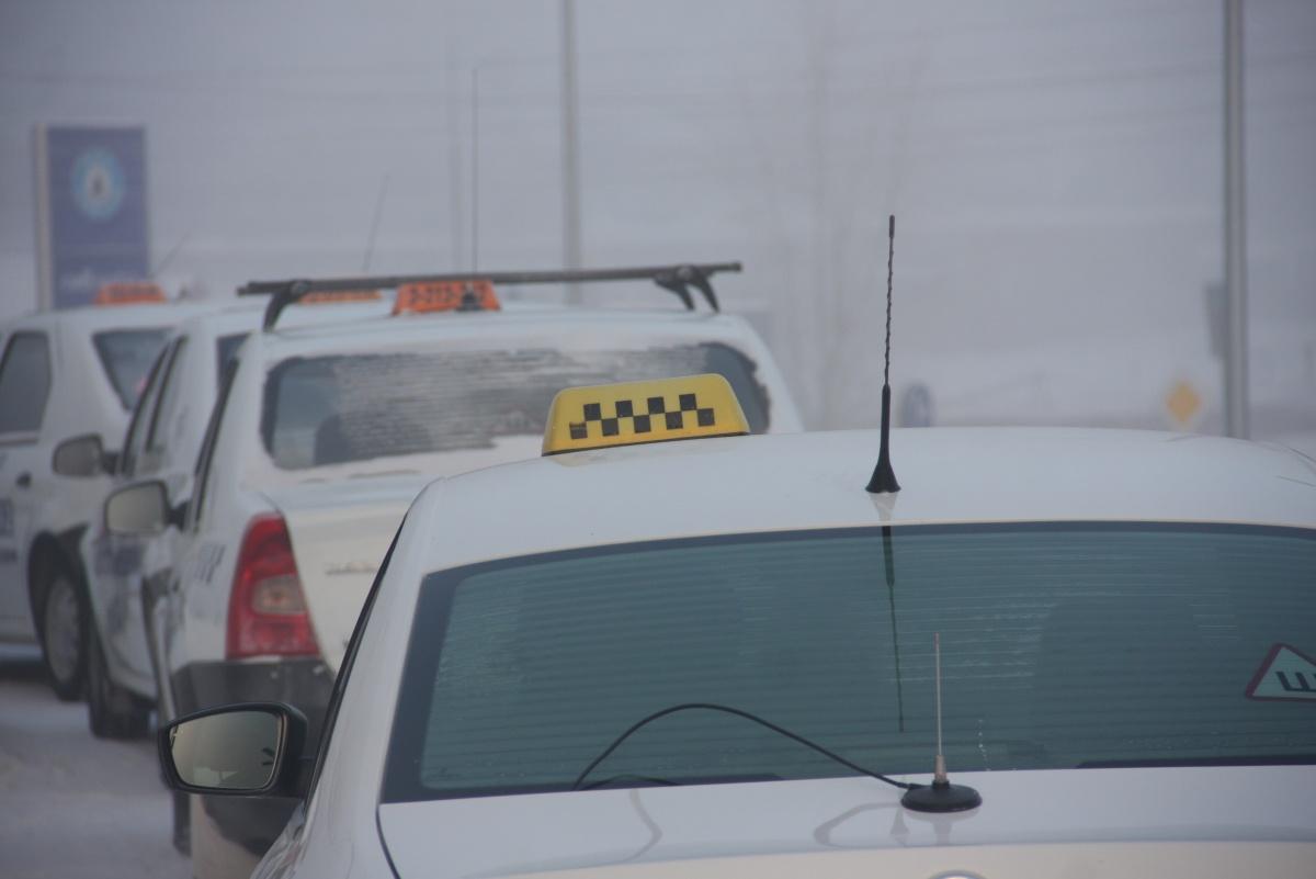 Таксистам-нелегалам грозит штраф до 2,5 тысяч рублей