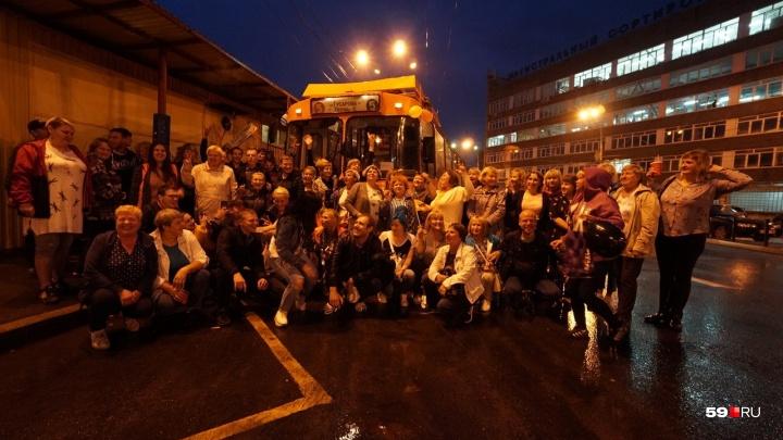 «Спасибо, рогатые!» Едем по Перми на последнем троллейбусе. Видеотрансляция