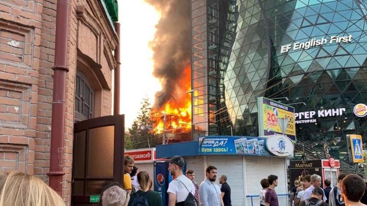 Прощай, PuppenHaus: подборка впечатляющих видео пожара в ресторане от читателей НГС