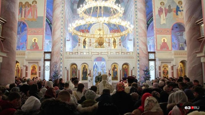 Под покровом ночи: в самарских храмах прошли Рождественские богослужения