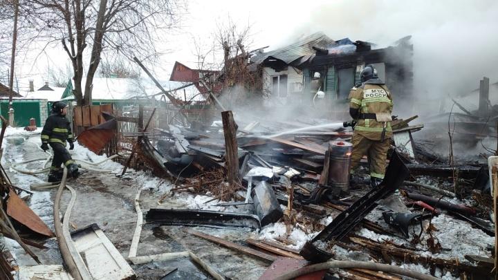 «Огонь охватил весь дом»: крупный пожар в Самаре тушили 76 человек