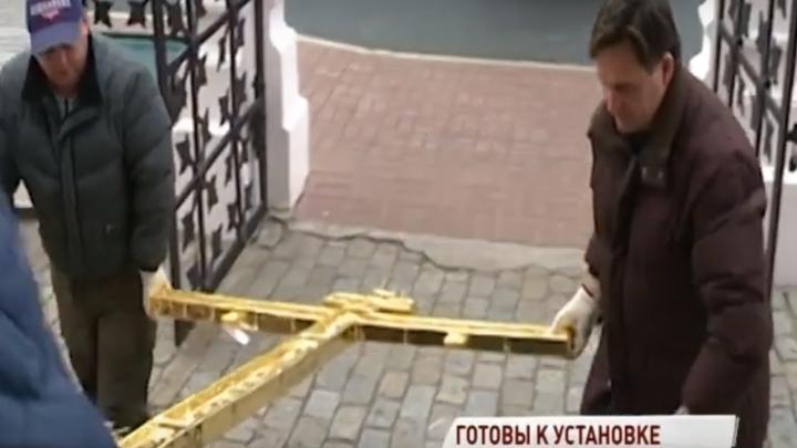 На храм Ильи Пророка в Ярославле не могут установить все кресты. В чём проблема
