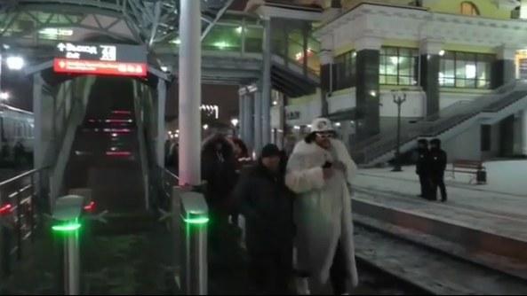Десятки поклонников Филиппа Киркорова встретили его на вокзале
