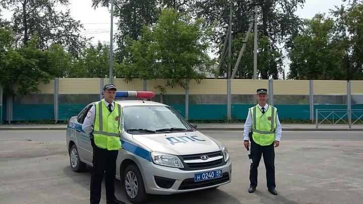 Полицейские, перекрывшие шоссе Космонавтов ради утят: «Водители отнеслись к просьбе с пониманием»