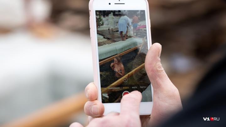 «Можно ведь и в теплый бассейн нырнуть»: волгоградцы делятся крещенскими геройствами в соцсетях