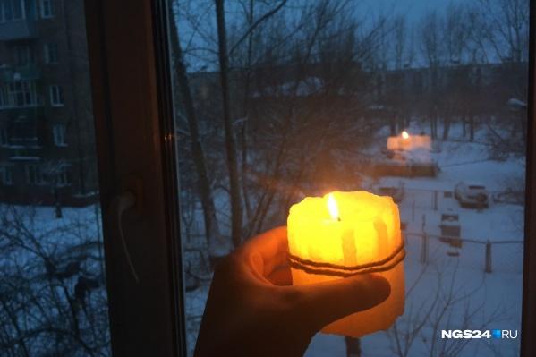 Собираться на работу и занятия жителям пришлось при свечах