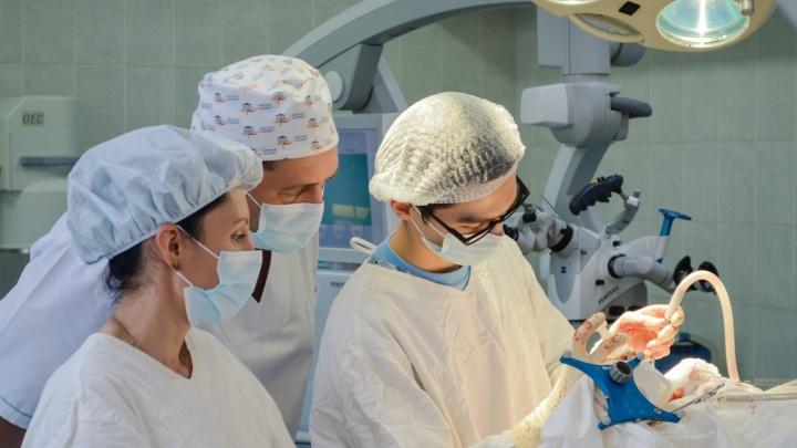 Пермские нейрохирурги удалили женщине опухоль мозга. Из-за образования она не могла глотать и ходить