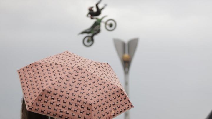 Дождливый Первомай: показываем, как в Ростове отметили Праздник Весны и Труда. Спойлер: было громко