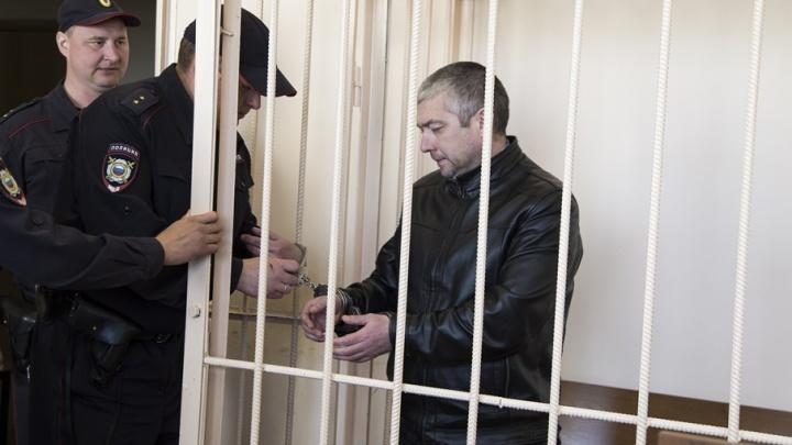 В банк под конвоем: экс-начальника угрозыска в Челябинске отдали под суд за кражу у наркодилера