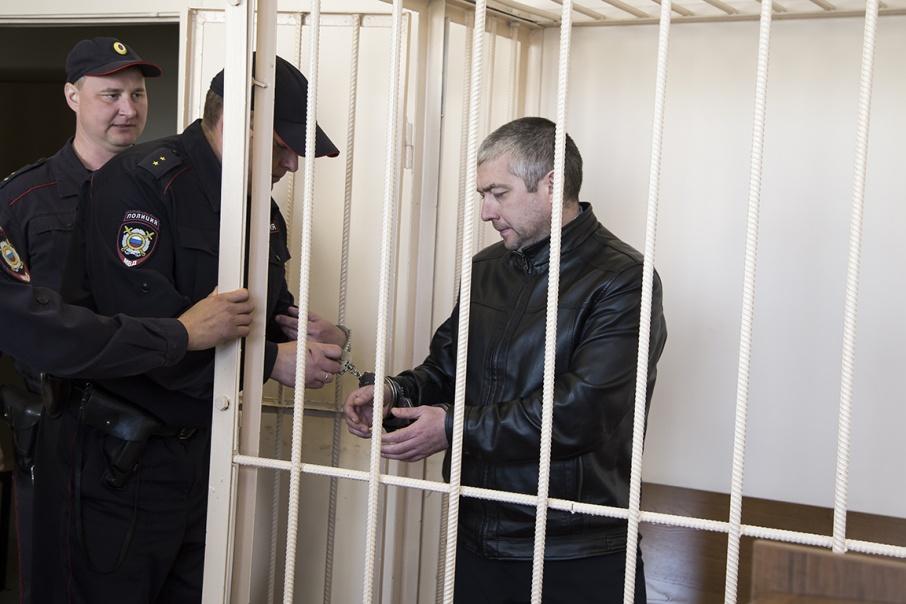 После задержания Ильдара Ханова отправили под домашний арест, но позже выпустили под подписку