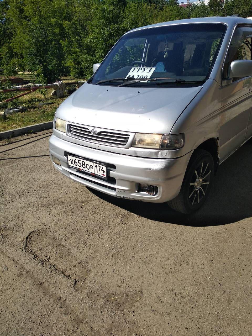 По словам собеседника 74.ru, на таких машинах тела умерших увозят из больниц в морги