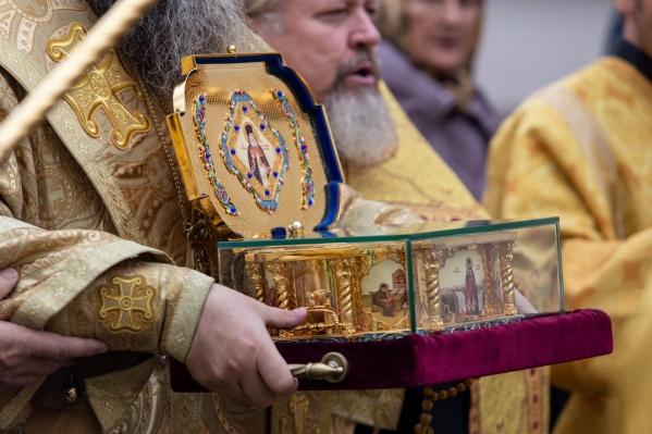 Частица мощей путешествует по России, чтобы прикоснуться к ней могли православные всей страны<br>