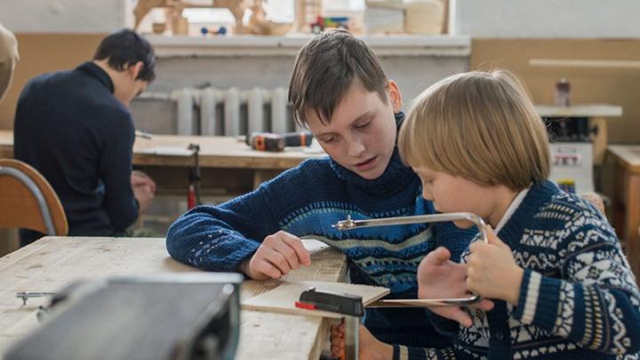 В школах Красноярска резко выросло количество мест в кружках. Рассказываем об интересных