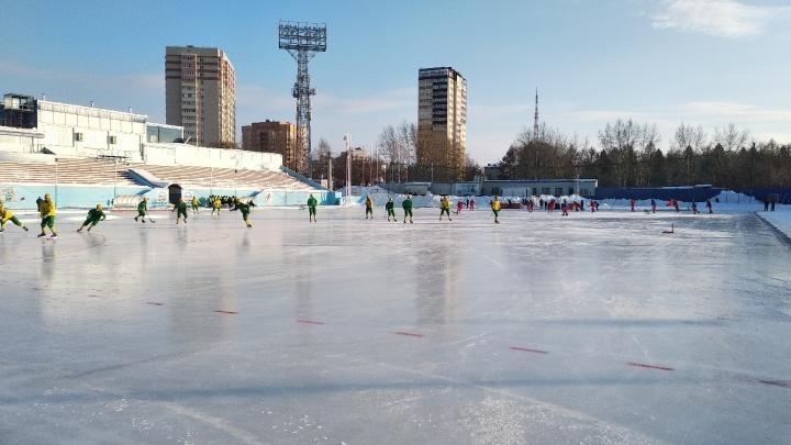 «Водник» проиграл новосибирскому «Сибсельмашу» на чемпионате России по хоккею с мячом