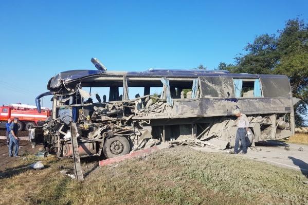 Спасатели доставали пассажиров из-под завалов
