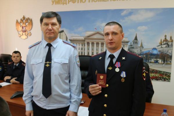 Награду лично вручил начальник областной полиции Юрий Алтынов