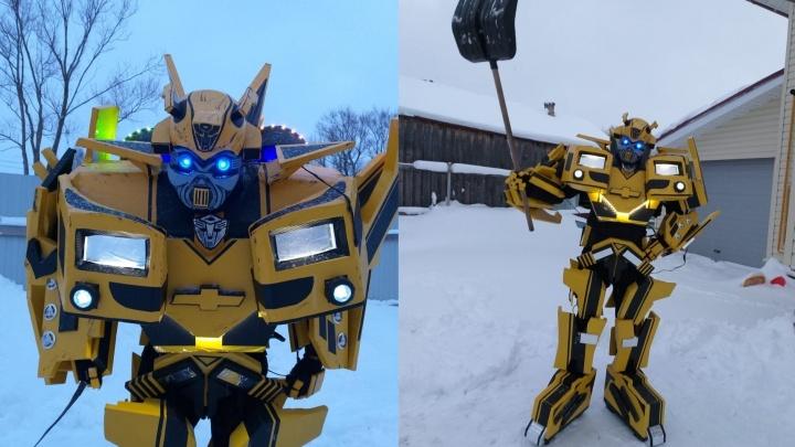 Чистить Ярославль от снега приедет человек в костюме робота: изобретатель наряда готов помочь городу