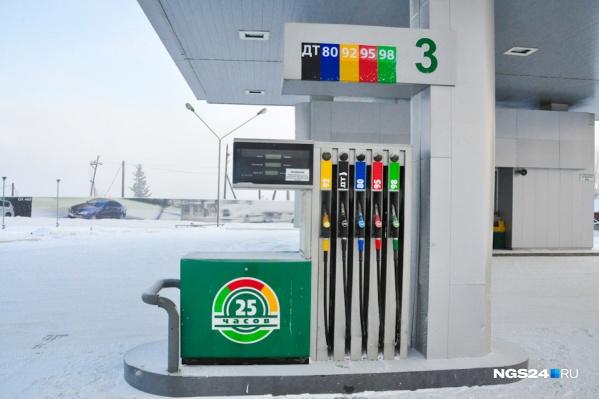 Двумя днями ранее красноярцев напугала очередь бензовозов около Ачинского НПЗ — тогда предрекали рост цен на топливо