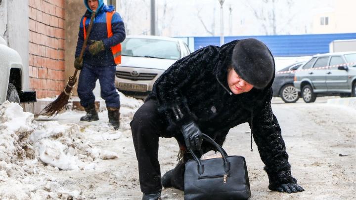 «Очнулся — гипс»: сотни нижегородцев получили травмы на тротуарах-«катках» в Нижнем Новгороде